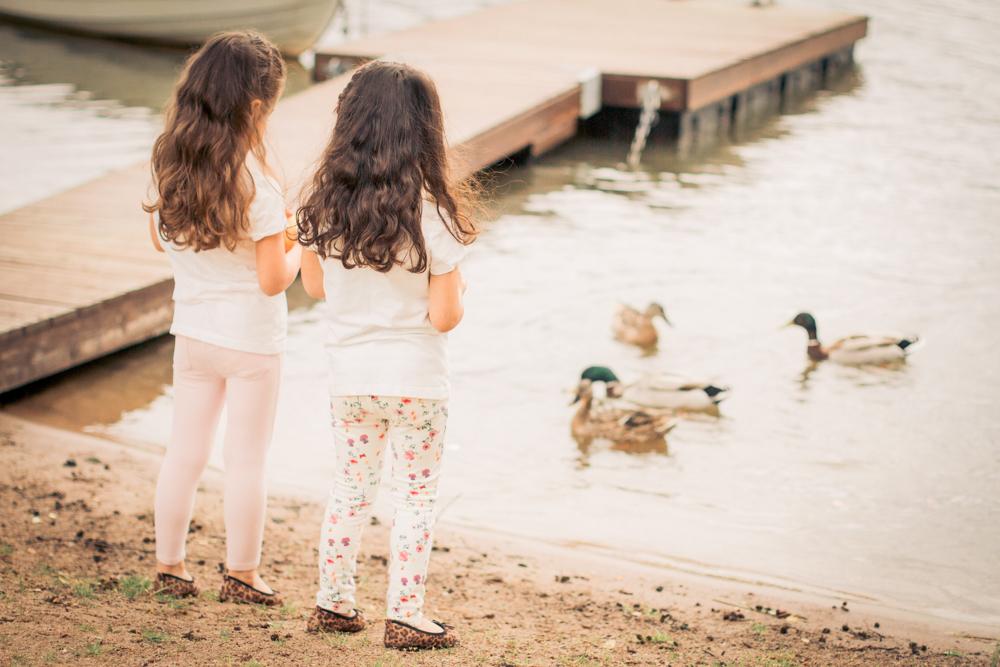 barnfoto-familjefoto-syskonfoto-stockholm-izlaphotography-13