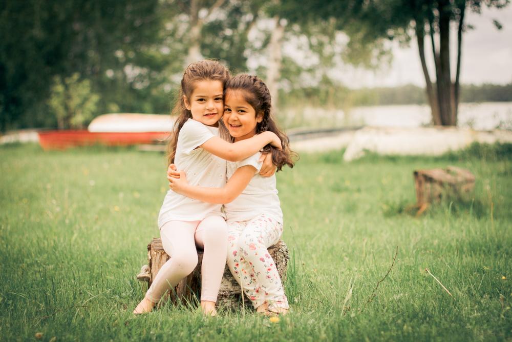 barnfoto-familjefoto-syskonfoto-stockholm-izlaphotography-6