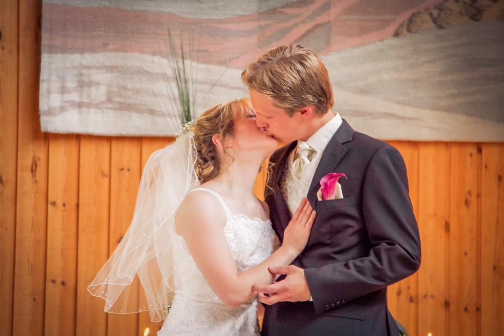 hj-brollopsbilder-brollop-wedding-orebro-hastar-23