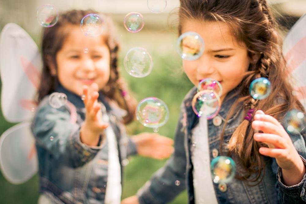 jo-familjefoto-barnfoto-sapbubblor-bubblor-sommar-stockholm-90