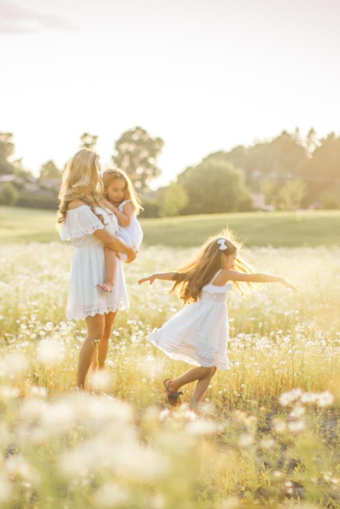 familjefoto-barnfoto-syskonfoto-familyshoot-summer-vasteras-izlaphotography-13