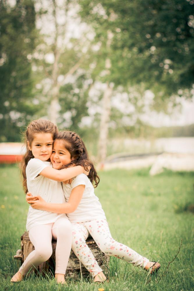 barnfoto-familjefoto-syskonfoto-stockholm-izlaphotography-7