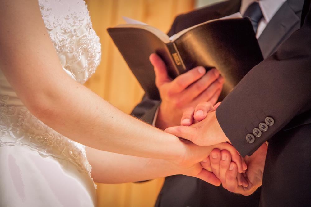 hj-brollopsbilder-brollop-wedding-orebro-hastar-22