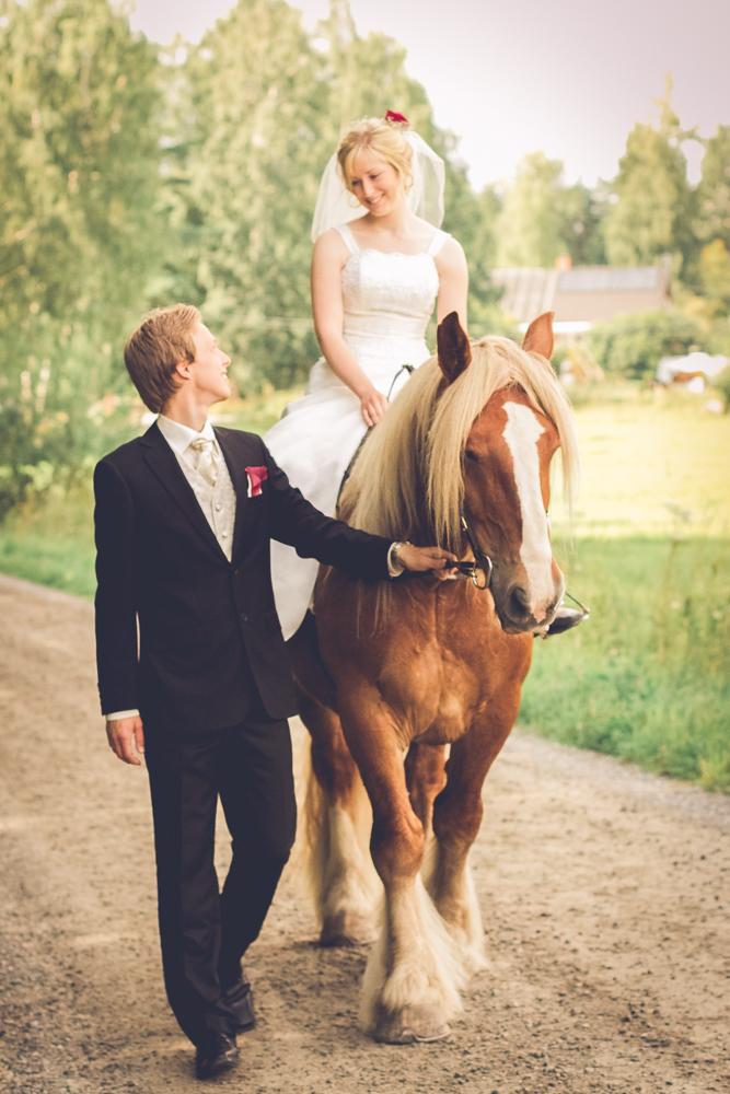hj-brollopsbilder-brollop-wedding-orebro-hastar-26