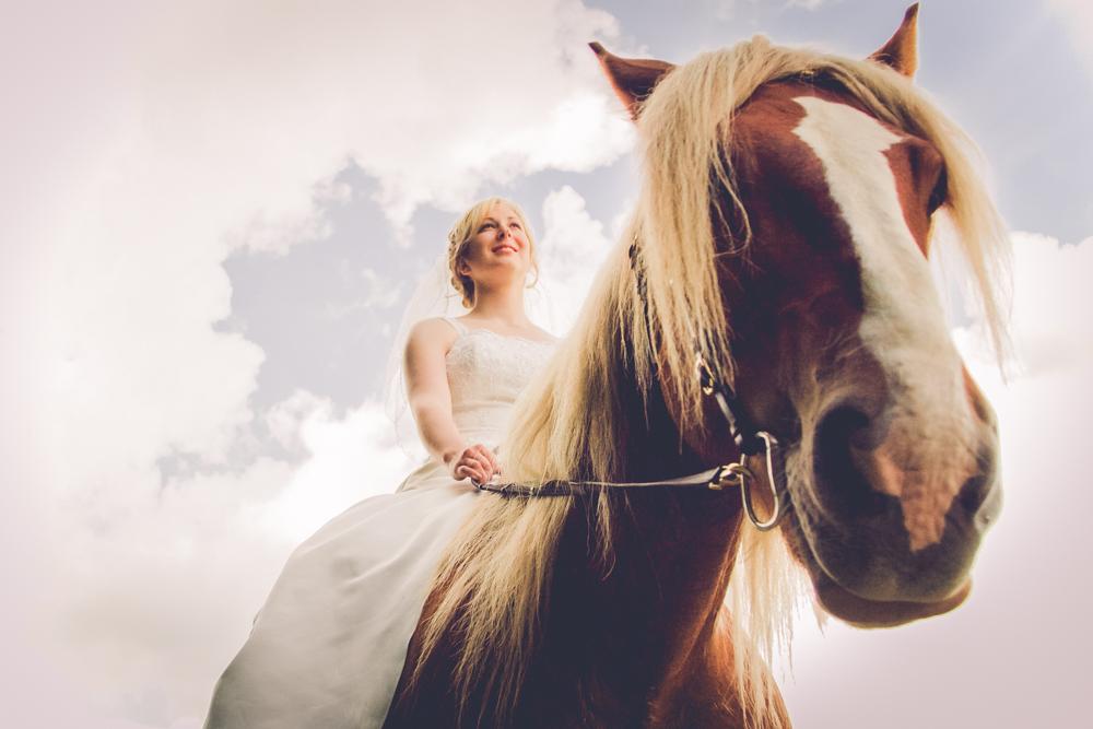 hj-brollopsbilder-brollop-wedding-orebro-hastar-27