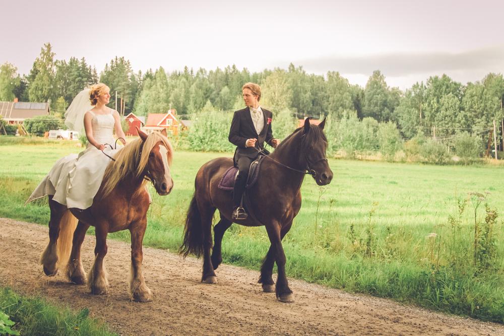 hj-brollopsbilder-brollop-wedding-orebro-hastar-28