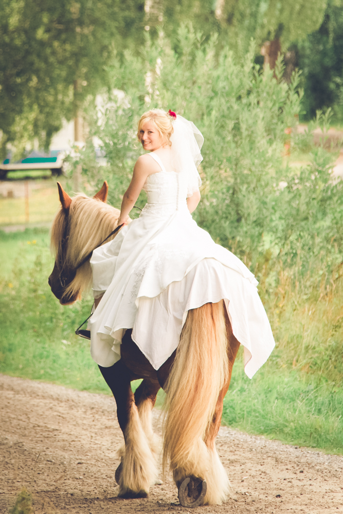 hj-brollopsbilder-brollop-wedding-orebro-hastar-29